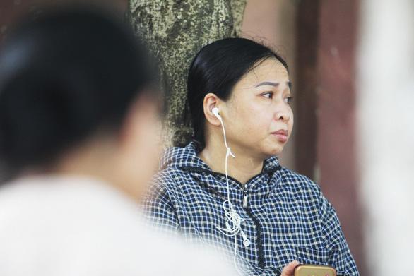 Mẹ rơi nước mắt: 'Xin chủ nghỉ mấy tiếng về đưa con đi thi mà không gặp' - Ảnh 8