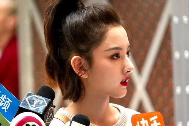 Ảnh 'team qua đường' tiết lộ sống mũi cực phẩm của nàng 'Na Tra' Tống Tổ Nhi, đến đồng nghiệp cũng phải ghen tị ra mặt - Ảnh 4