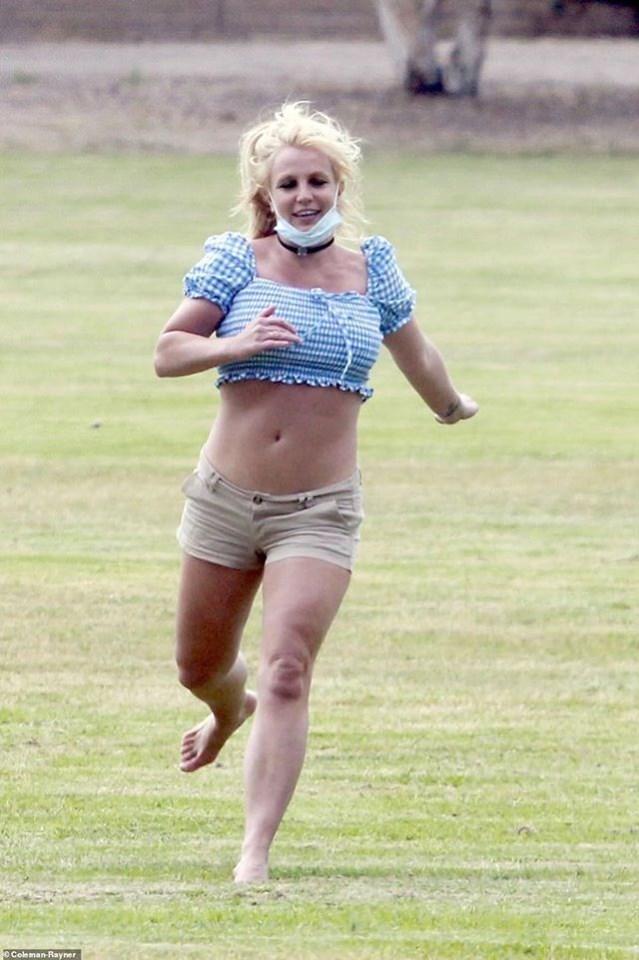 Britney Spears xuất hiện với thân hình to thô kệch sau 2 năm lặn mất tăm khỏi Hollywood - Ảnh 4