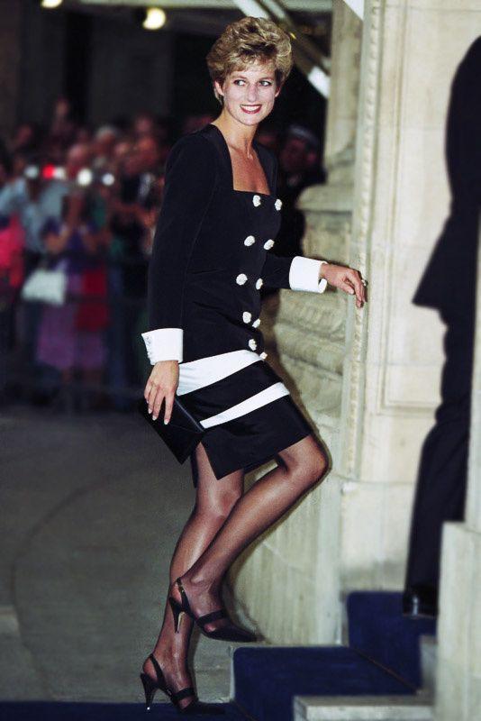 4 mẫu giày cao gót được Công nương Diana lăng xê từ 20 năm trước, đến nay vẫn hot bất chấp mọi thời đại - Ảnh 1