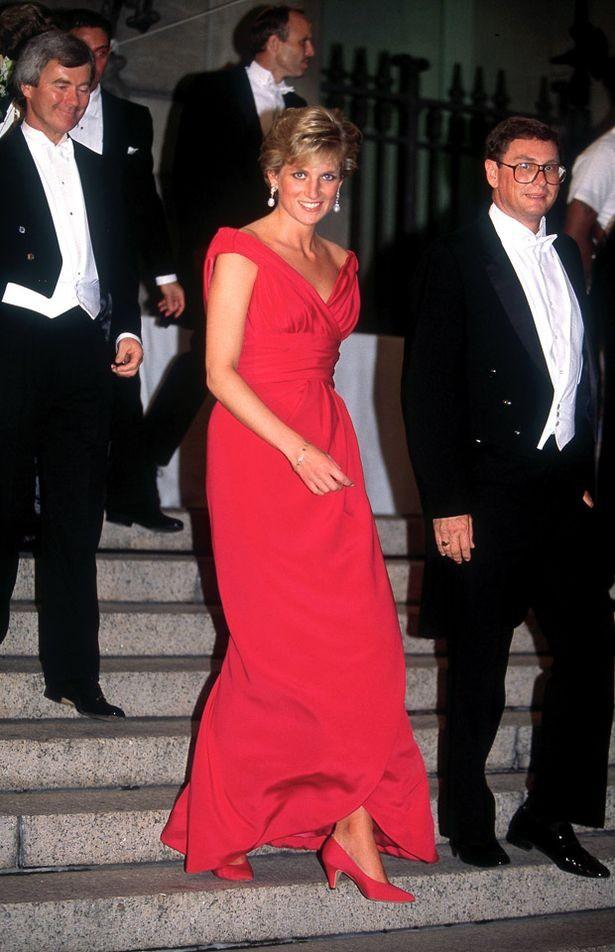4 mẫu giày cao gót được Công nương Diana lăng xê từ 20 năm trước, đến nay vẫn hot bất chấp mọi thời đại - Ảnh 3
