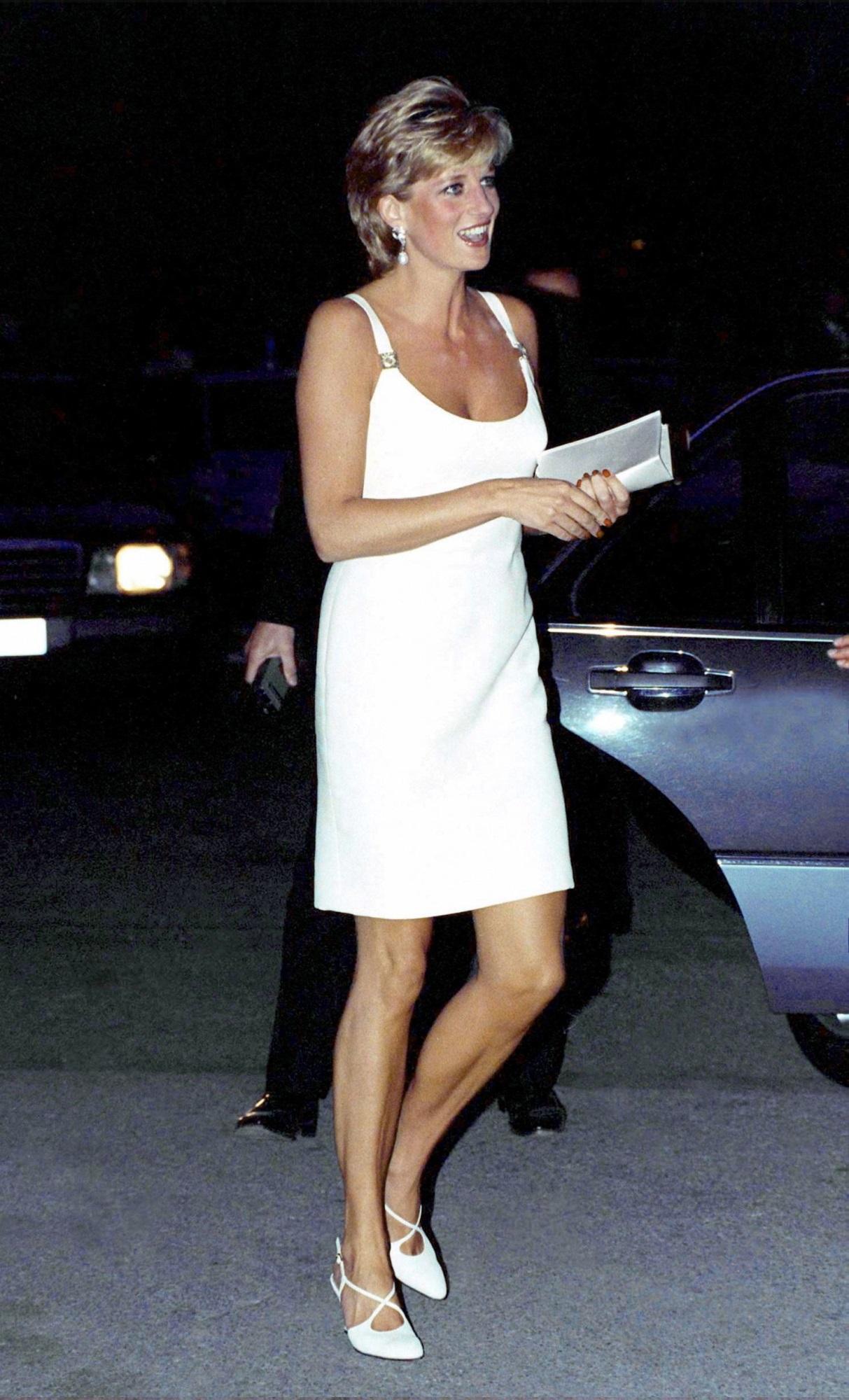 4 mẫu giày cao gót được Công nương Diana lăng xê từ 20 năm trước, đến nay vẫn hot bất chấp mọi thời đại - Ảnh 7