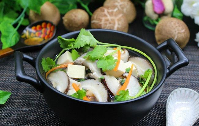 Với nguyên liệu chính là đậu hũ và nấm, bạn sẽ có ngay món canh mát lành ngọt thơm - Ảnh 3