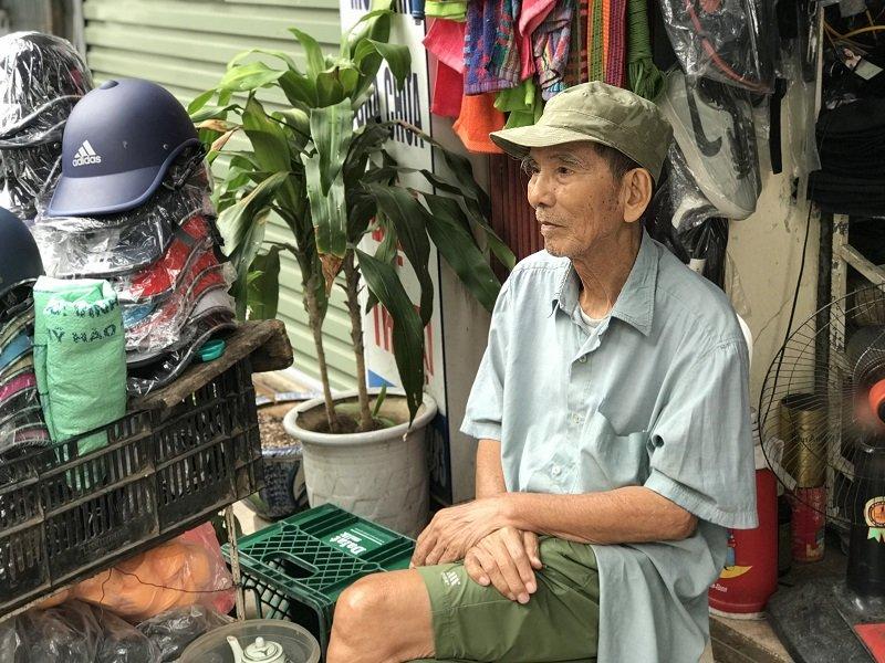 Ở tuổi 89, NSƯT Trần Hạnh ngồi bán mũ bảo hiểm, giày dép mưu sinh - Ảnh 2