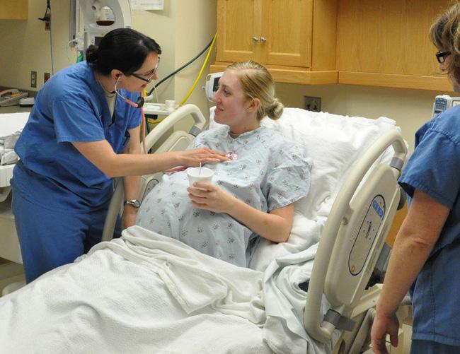 8 dấu hiệu cho thấy các mẹ chuẩn bị lâm bồn đến nơi rồi và những việc cấp thiết cần làm ngay - Ảnh 9