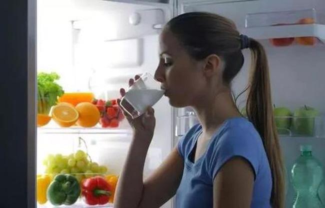 Tủ lạnh là nơi sinh sống của 2 họ vi khuẩn, để không bị ngộ độc thì đừng để thức ăn trong đó lâu hơn khoảng thời gian cho phép như sau - Ảnh 3
