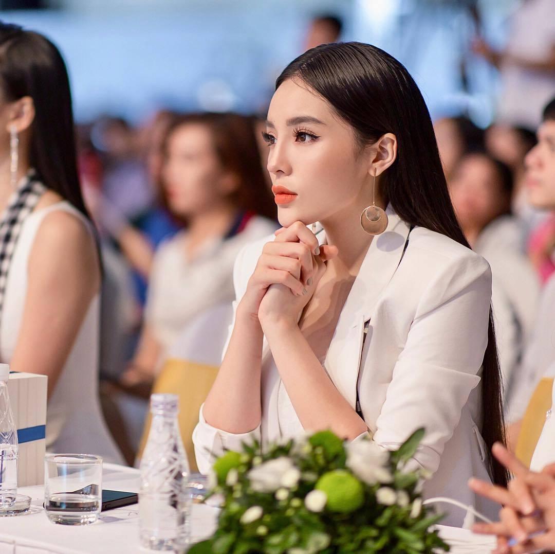 Đủ kiểu làm điệu với mái tóc dài của mỹ nhân Việt - Ảnh 3