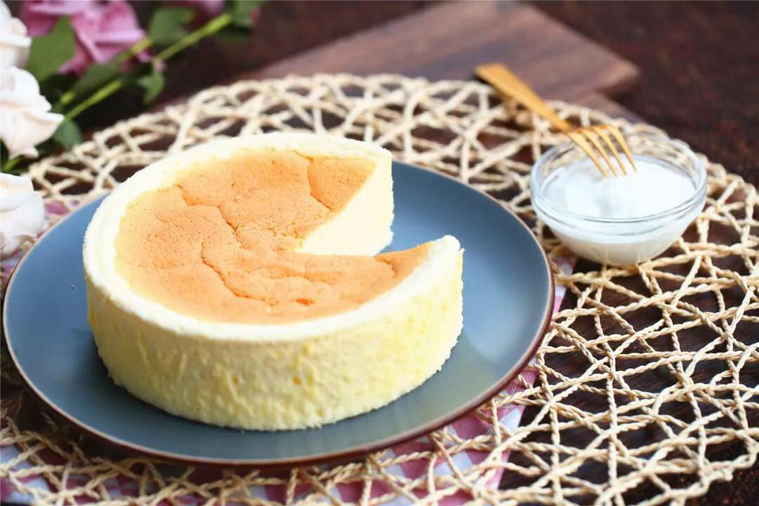 Tôi chỉ thêm một nguyên liệu này thôi mà hương vị món bánh bông lan truyền thống đã được nâng tầm hơn hẳn - Ảnh 6