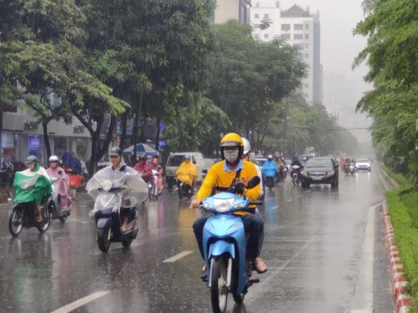 Bão Bailu cuồn cuộn áp sát biển Đông, một cơn bão khác đang hình thành ở Thái Bình Dương, gây mưa lớn cho các tỉnh Bắc Trung Bộ - Ảnh 1