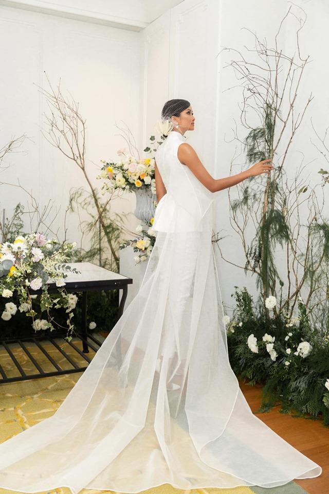 Vừa công khai có bạn trai, Hoa hậu H'Hen Niê tung ảnh cưới đẹp như cổ tích: 'Hen cũng phải thành cô dâu' - Ảnh 3