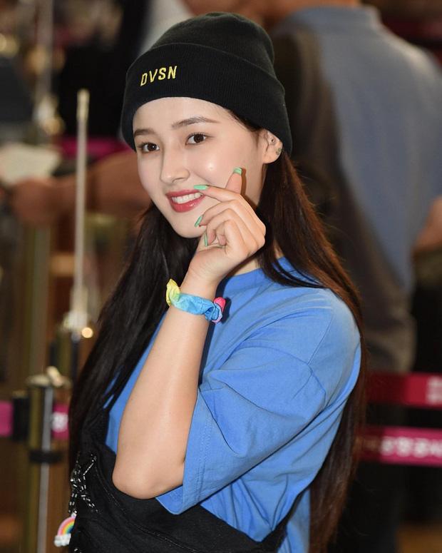 Jennie, Nayeon, Irene… đều mê mẩn chun buộc tóc từ thời các mẹ, các cô nàng nên sắm ngay để diện trong mùa tựu trường - Ảnh 7
