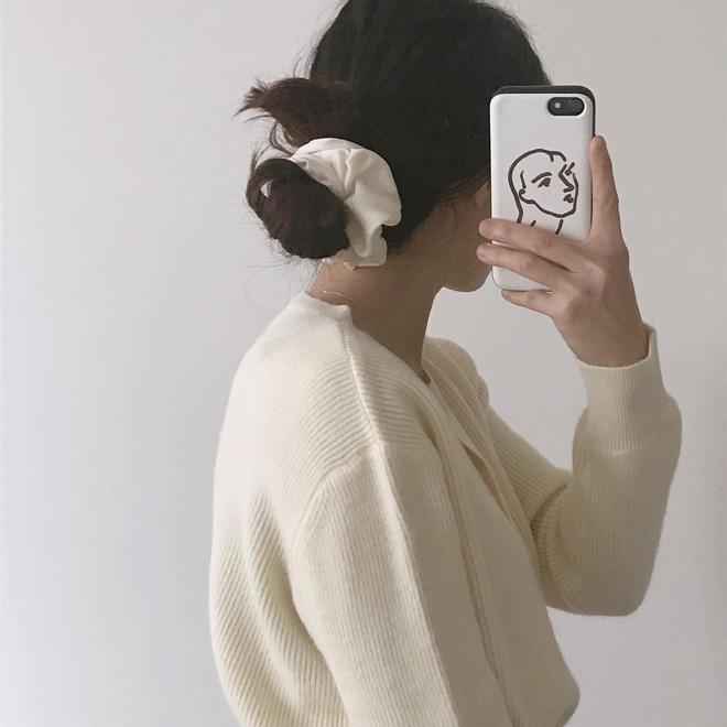Jennie, Nayeon, Irene… đều mê mẩn chun buộc tóc từ thời các mẹ, các cô nàng nên sắm ngay để diện trong mùa tựu trường - Ảnh 8