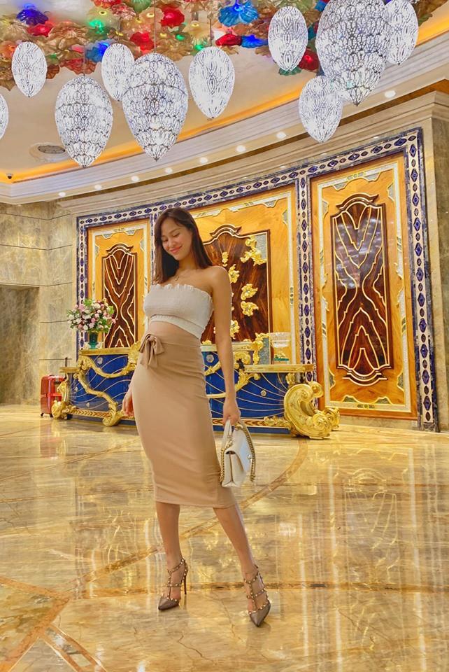 Mang thai 6 tháng vẫn đi giày cao gót cao 'chót vót', Phương Mai khiến dân tình trầm trồ vì thân hình gợi cảm không hề giống bà bầu - Ảnh 2