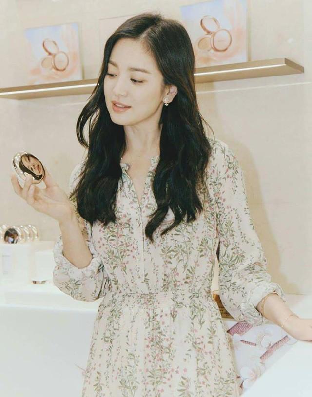 Song Hye Kyo cũng có nhược điểm vóc dáng gây tự ti và đây là 2 cách cô chọn trang phục để khắc phục điều này - Ảnh 8