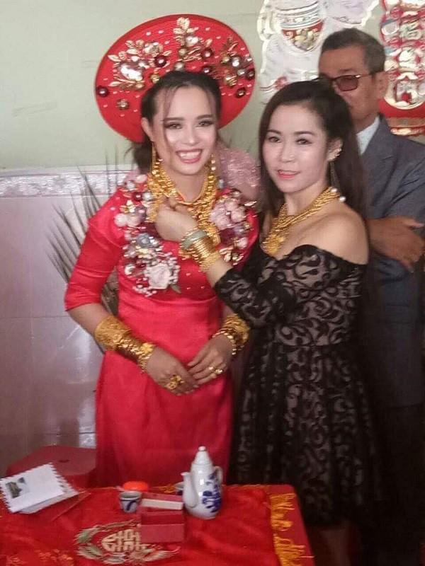Cô dâu Hậu Giang gây choáng khi 'dát' lên người 129 cây vàng làm của hồi môn - Ảnh 2