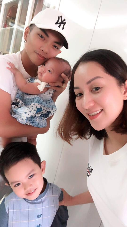 Con gái ngày càng giống Phan Hiển, Khánh Thi dở khóc dở cười khi bị trêu 'đẻ thuê' - Ảnh 1