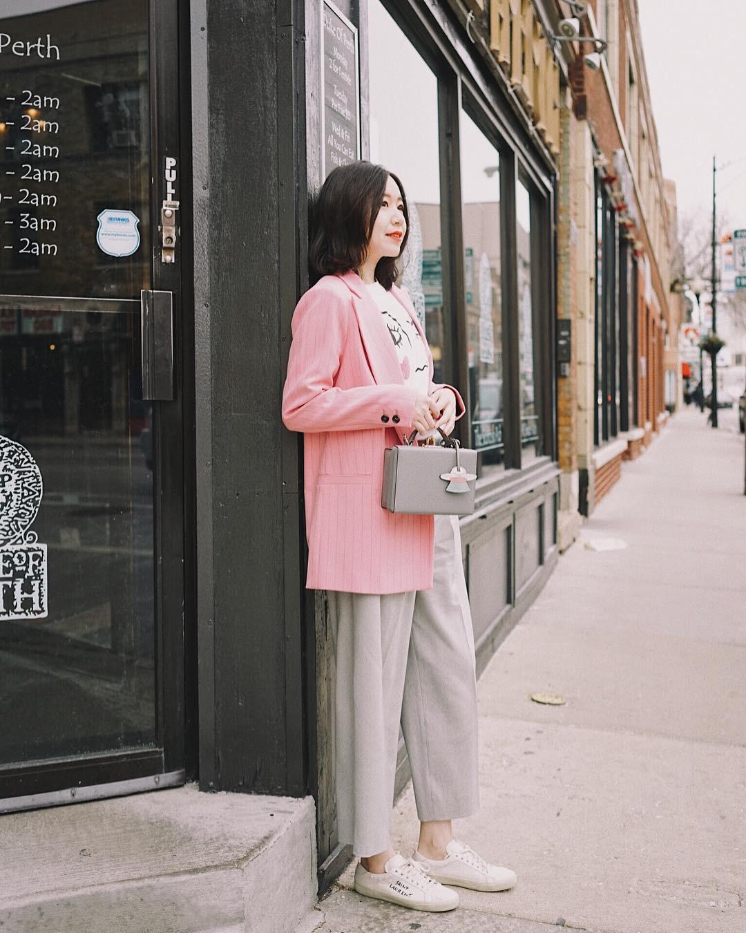 """Nếu thấy style công sở của mình hơi """"dừ"""" và cứng nhắc thì đây là 5 tips diện đồ giúp các nàng ăn gian tuổi đáng kể - Ảnh 7"""