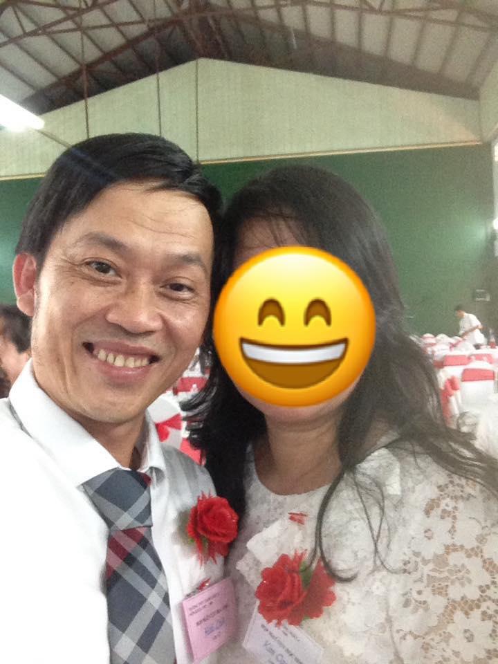 Nghệ sĩ Hoài Linh ăn mặc giản dị về thăm trường cũ sau 30 năm