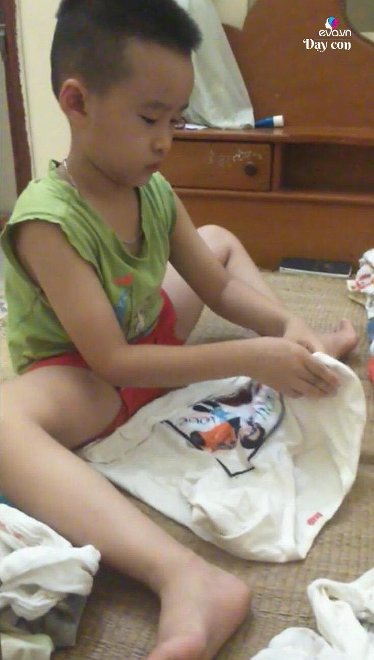 Mẹ 8X bật mí chiêu dạy con 7 tuổi rửa cốc chén, gấp quần áo nhoay nhoáy như người lớn - Ảnh 3