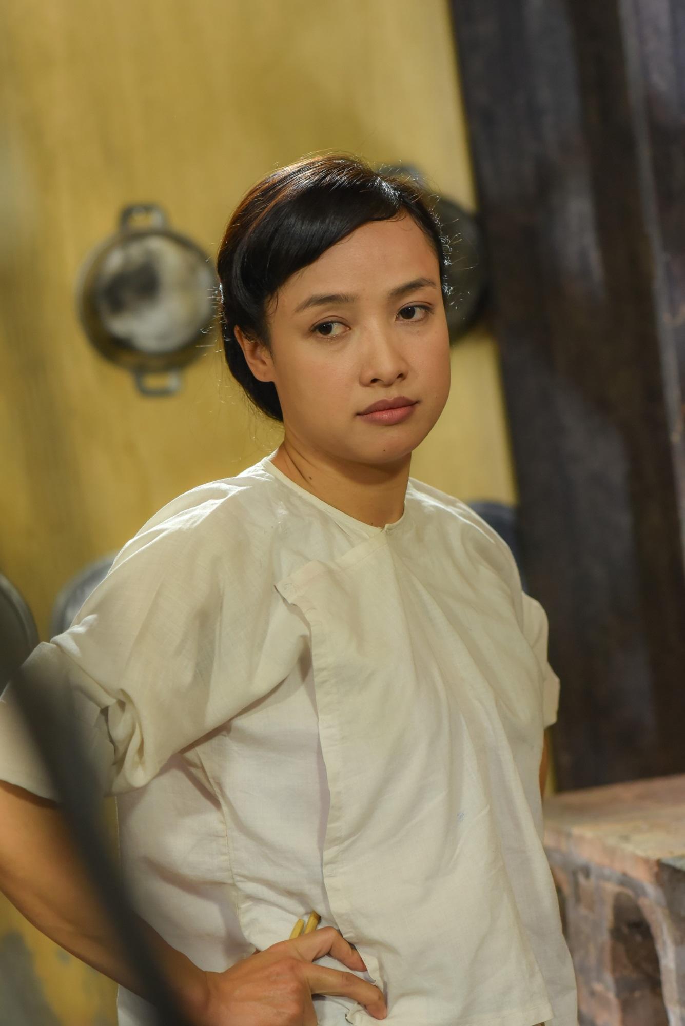 'Tiếng sét trong mưa': Cao Minh Đạt đánh bằng roi mây thật, Lê Bê La bị thương, trúng gió trên phim trường - Ảnh 2