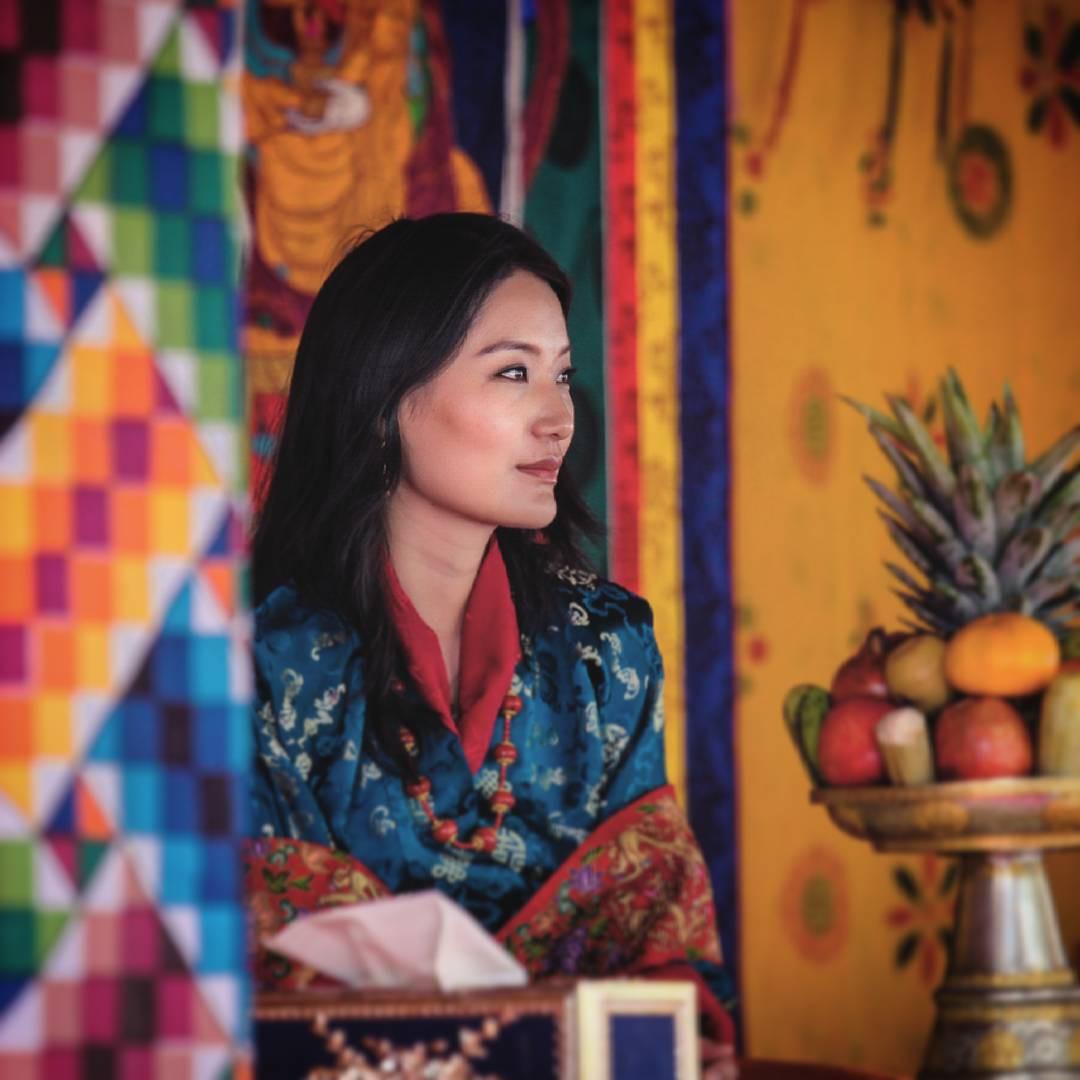 Ngất ngây trước làn da căng mướt, không tỳ vết của Hoàng hậu Bhutan thì bạn phải xem cách phụ nữ nước này chăm sóc da - Ảnh 1