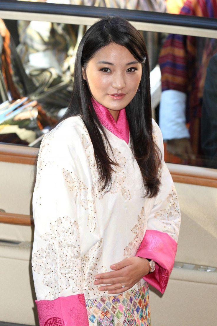 Ngất ngây trước làn da căng mướt, không tỳ vết của Hoàng hậu Bhutan thì bạn phải xem cách phụ nữ nước này chăm sóc da - Ảnh 2