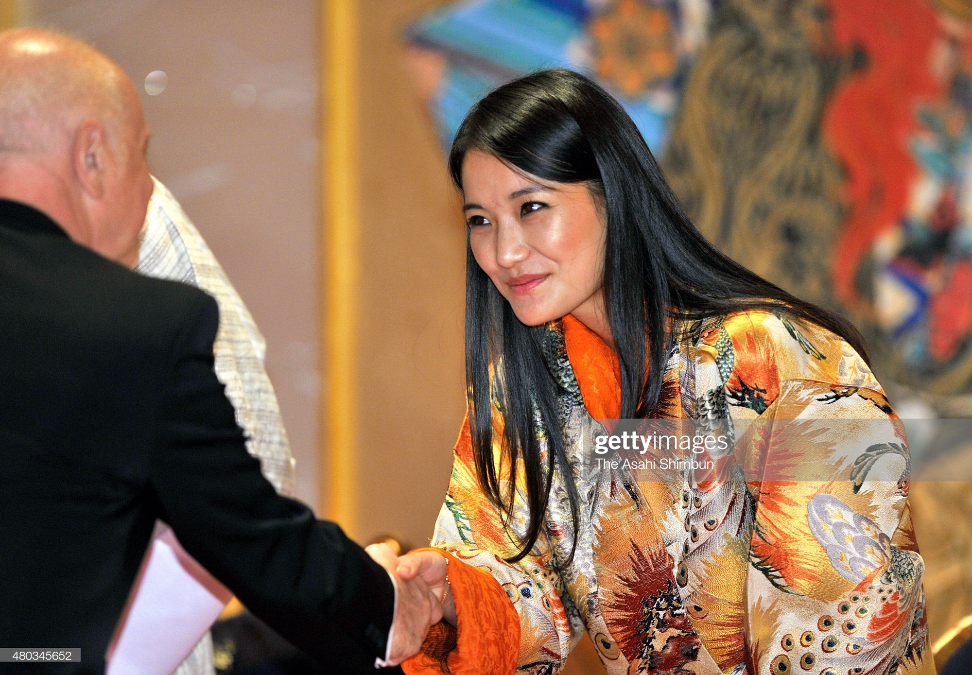 Ngất ngây trước làn da căng mướt, không tỳ vết của Hoàng hậu Bhutan thì bạn phải xem cách phụ nữ nước này chăm sóc da - Ảnh 3