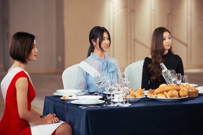 Thí sinh Hoa hậu Hoàn vũ bật khóc vì bị chê không nói được tiếng Anh - Ảnh 1