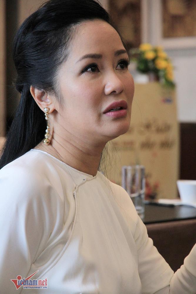 Hồng Nhung: 'Bố mẹ tôi ly dị không kịch tính bằng chuyện tôi và chồng cũ' - Ảnh 1