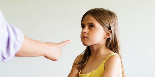10 sai lầm các bậc cha mẹ nhất định phải tránh nếu muốn nuôi con khỏe mạnh, hạnh phúc - Ảnh 1