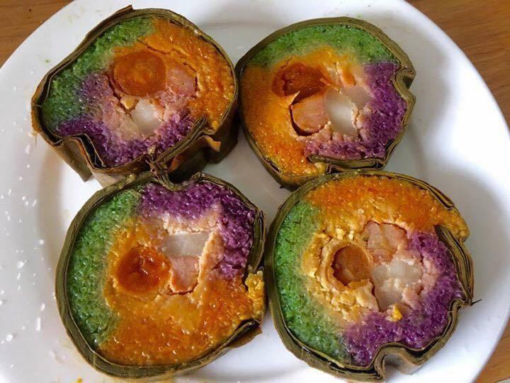 Bánh tét là món ăn không thể thiếu trên mâm cỗ tết truyền thống