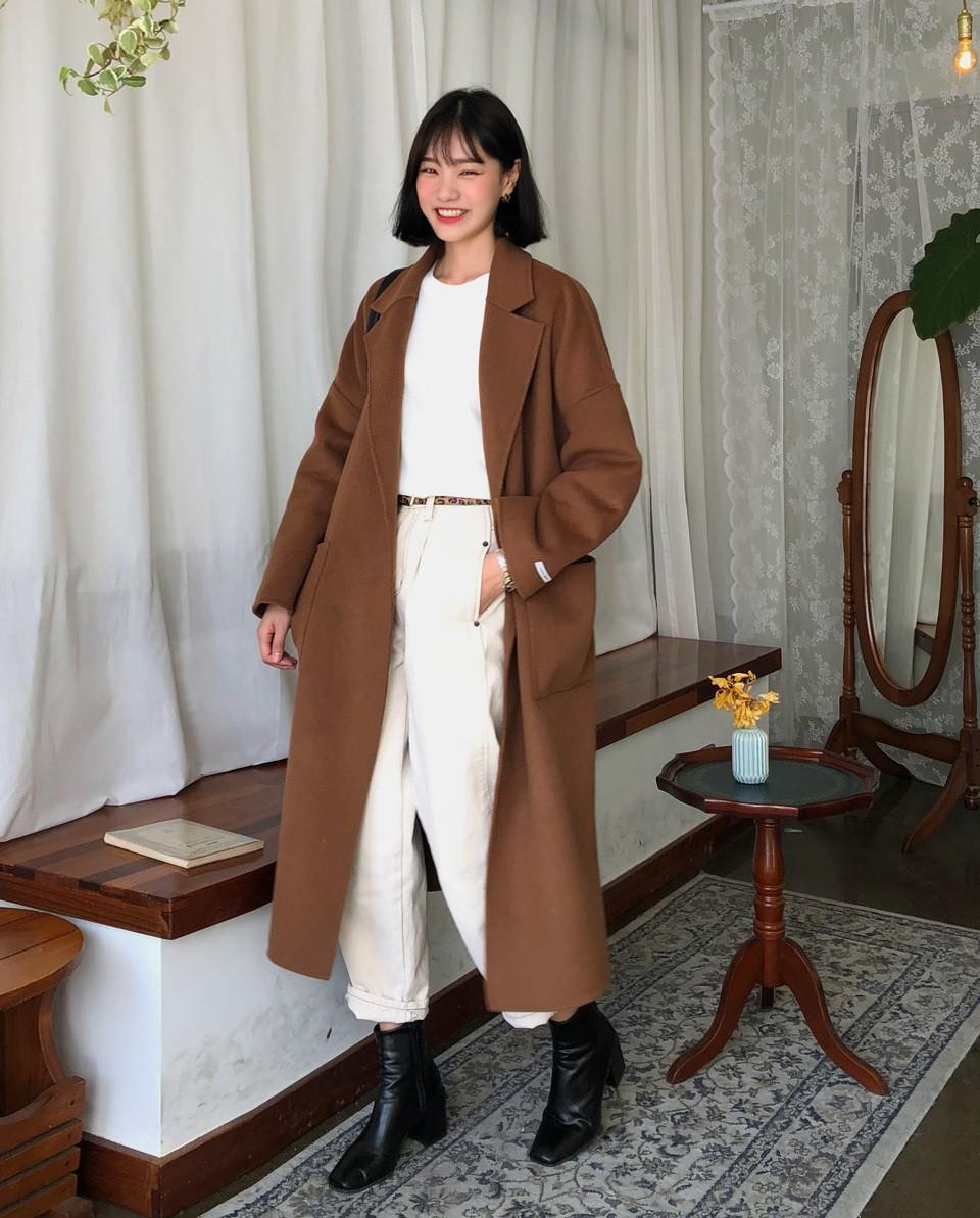 Bộ đôi áo khoác dài + quần ống rộng chẳng những không kén dáng mà còn biến mọi nàng thành quý cô sành điệu - Ảnh 1