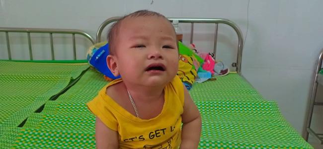 Ánh mắt cầu cứu của bé trai 16 tháng tuổi vừa phát hiện bị ung thư gan, gãy cả 2 chân thì cha nhẫn tâm bỏ lại vợ con đi theo người đàn bà khác - Ảnh 8