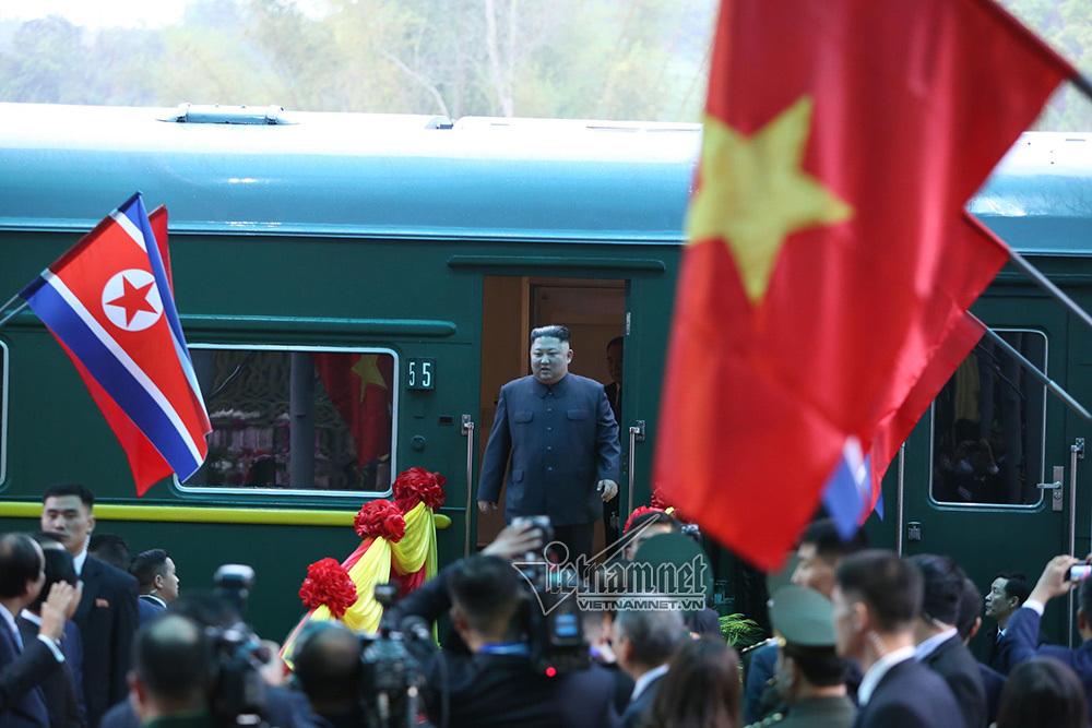 Hình ảnh Chủ tịch Kim Jong-un vẫy tay chào ở ga Đồng Đăng - Ảnh 2