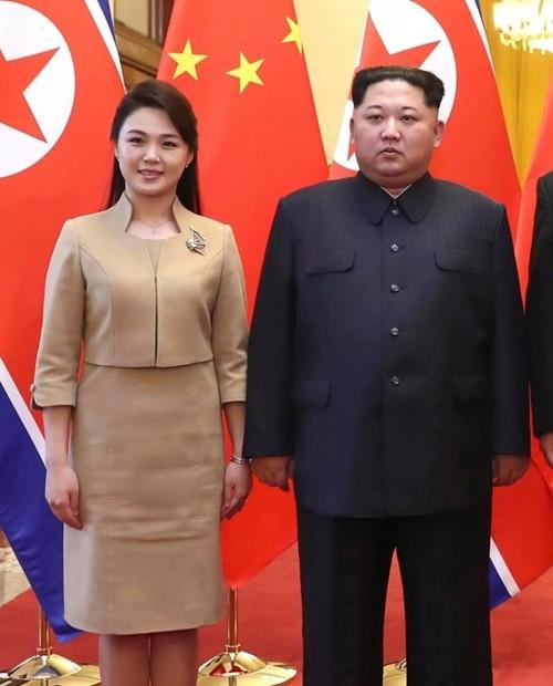 Nhan sắc yêu kiều của nữ ca sĩ là phu nhân ông Kim Jong Un, biểu tượng thời trang Triều Tiên - Ảnh 1