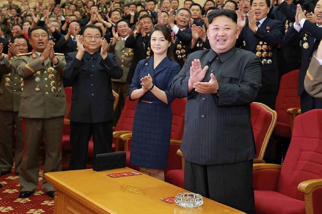 Nhan sắc yêu kiều của nữ ca sĩ là phu nhân ông Kim Jong Un, biểu tượng thời trang Triều Tiên - Ảnh 3