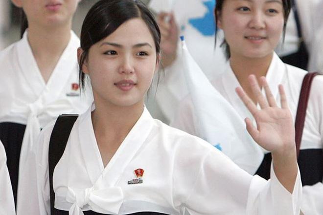Nhan sắc yêu kiều của nữ ca sĩ là phu nhân ông Kim Jong Un, biểu tượng thời trang Triều Tiên - Ảnh 4