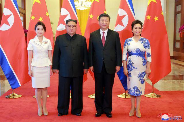 Nhan sắc yêu kiều của nữ ca sĩ là phu nhân ông Kim Jong Un, biểu tượng thời trang Triều Tiên - Ảnh 6