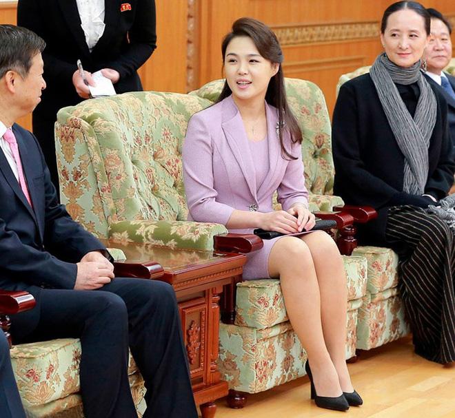 Nhan sắc yêu kiều của nữ ca sĩ là phu nhân ông Kim Jong Un, biểu tượng thời trang Triều Tiên - Ảnh 7