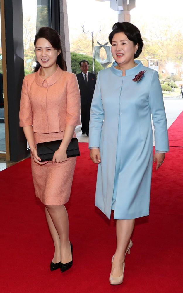 Nhan sắc yêu kiều của nữ ca sĩ là phu nhân ông Kim Jong Un, biểu tượng thời trang Triều Tiên - Ảnh 8