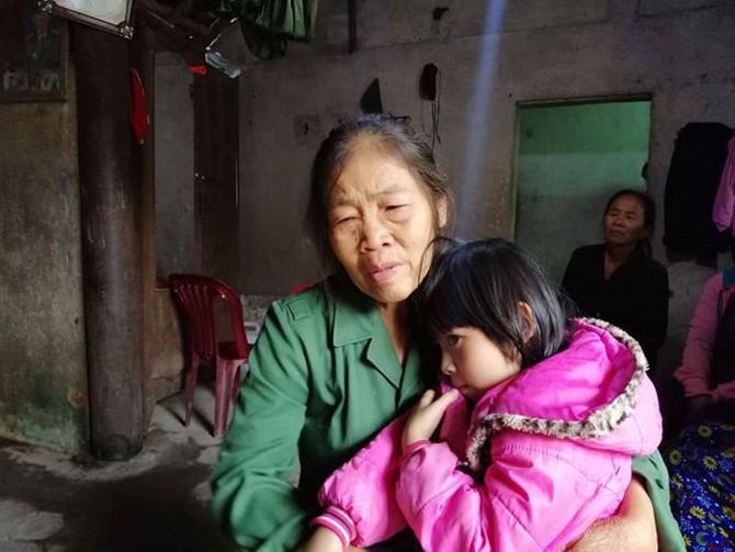 Người thân ngóng đợi thi thể các nạn nhân trong vụ tai nạn ở Thái Lan, không khí tang thương bao phủ cả vùng quê nghèo - Ảnh 2