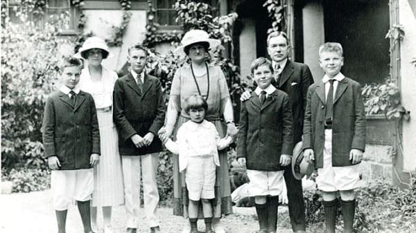 4 bí quyết nuôi dạy những đứa trẻ giàu có của gia đình tỷ phú Rockefelle - Ảnh 1