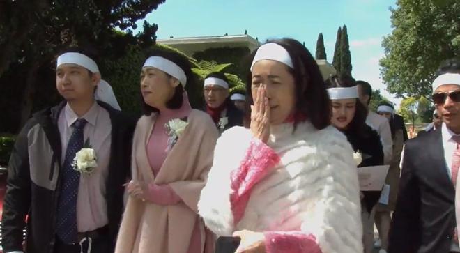 Lễ tang danh ca Thái Thanh: Chỉ có người thân, công chúng chia buồn qua livestream, Ý Lan gục bên quan tài mẹ - Ảnh 5