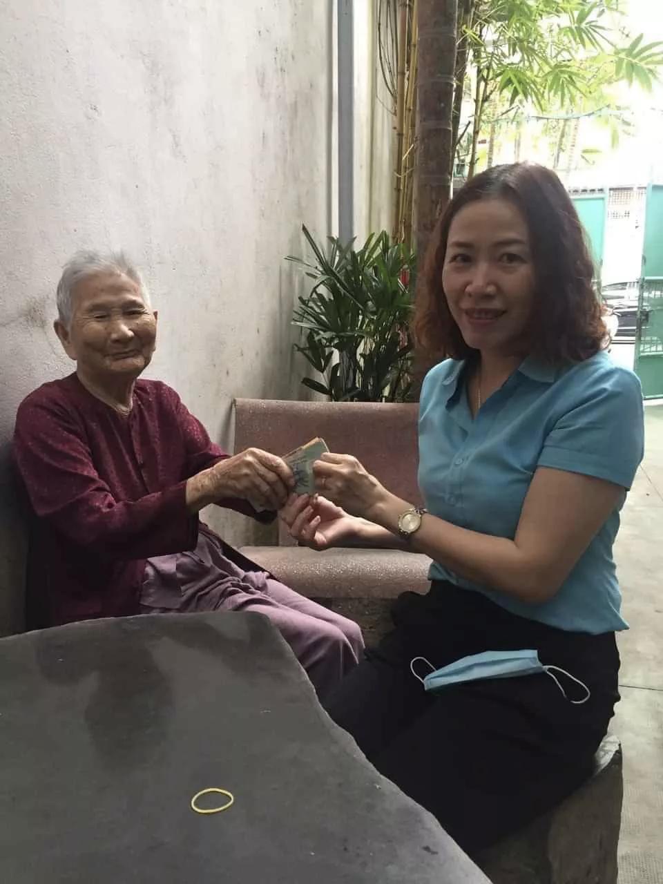 Mẹ Việt Nam anh hùng 91 tuổi ủng hộ 5 triệu đồng chống dịch Covid-19 - Ảnh 1