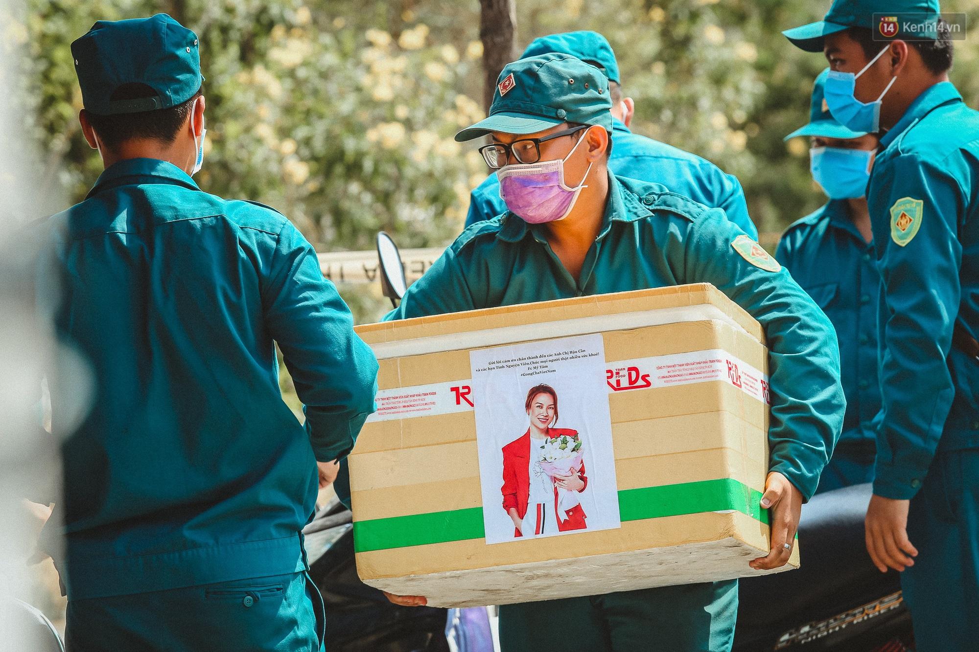 Người cách ly ở KTX âm thầm mua sữa tặng các anh dân quân tự vệ để cảm ơn vì ngày đêm chuyển hàng viện trợ - Ảnh 3