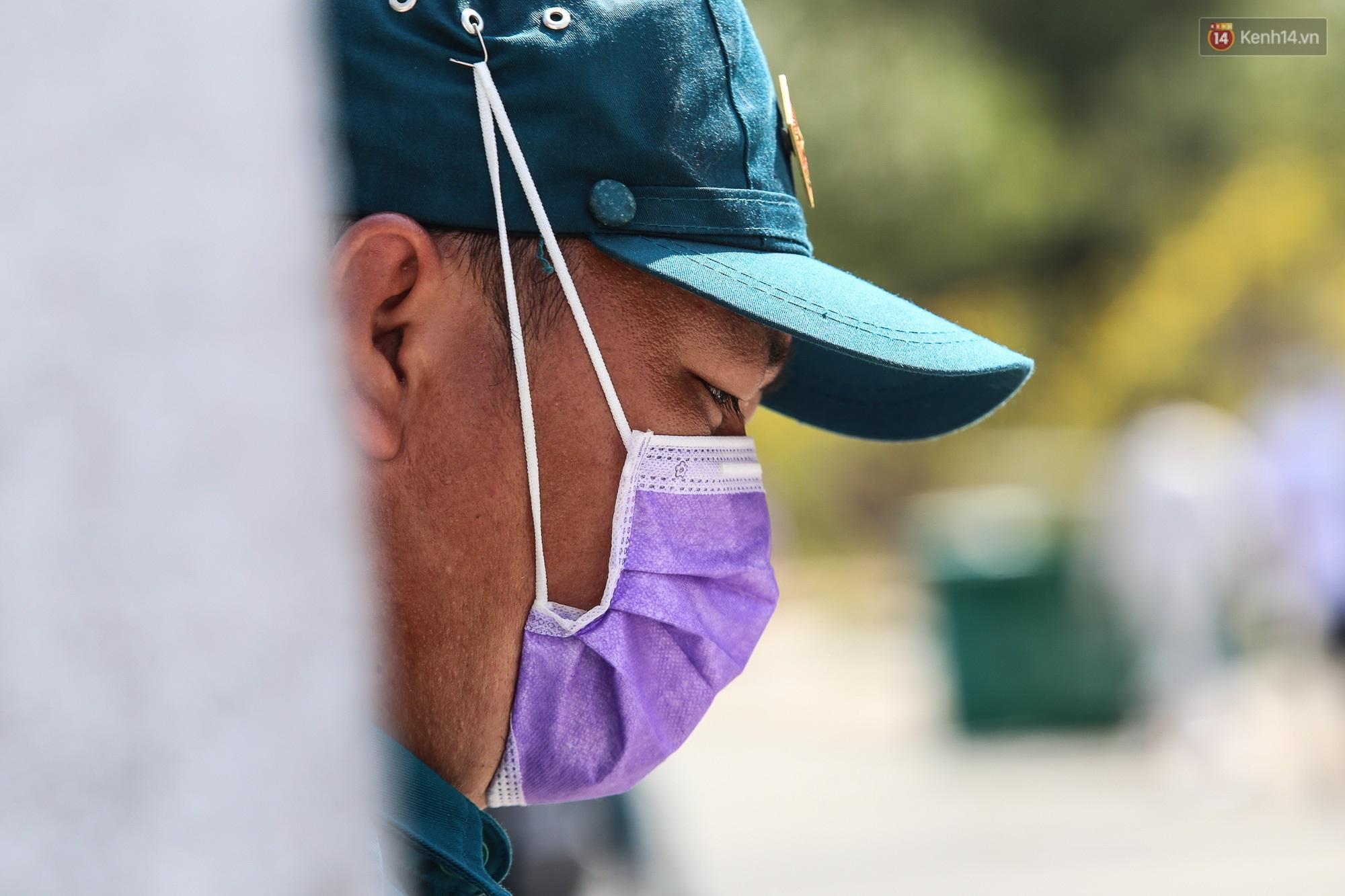 Người cách ly ở KTX âm thầm mua sữa tặng các anh dân quân tự vệ để cảm ơn vì ngày đêm chuyển hàng viện trợ - Ảnh 5