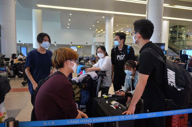 Nóng: Dừng vận chuyển người Việt Nam từ nước ngoài về sân bay Nội Bài - Ảnh 1