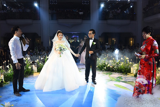 Bị đạo diễn Trần Lực chê 'giả dối' khi dẫn lễ cưới NSND Trung Hiếu, MC Thảo Vân - Thành Trung lên tiếng - Ảnh 1