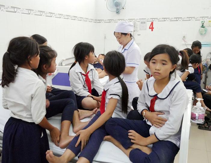 Hàng chục học sinh Ninh Thuận nhập viện nghi do ngộ độc sữa - Ảnh 1