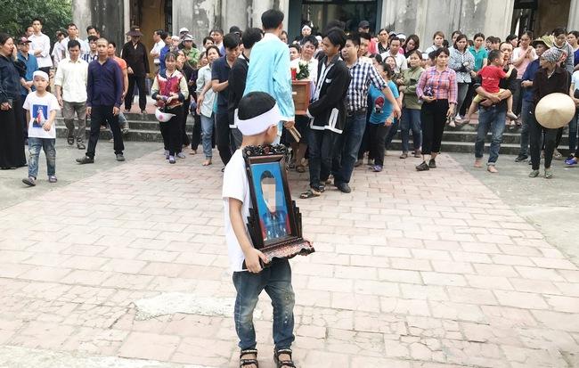 Giết bé trai 8 tuổi giấu xác trong bao: Nghi phạm còn mời bố cháu bé ăn ngô khi đang đi tìm con - Ảnh 1